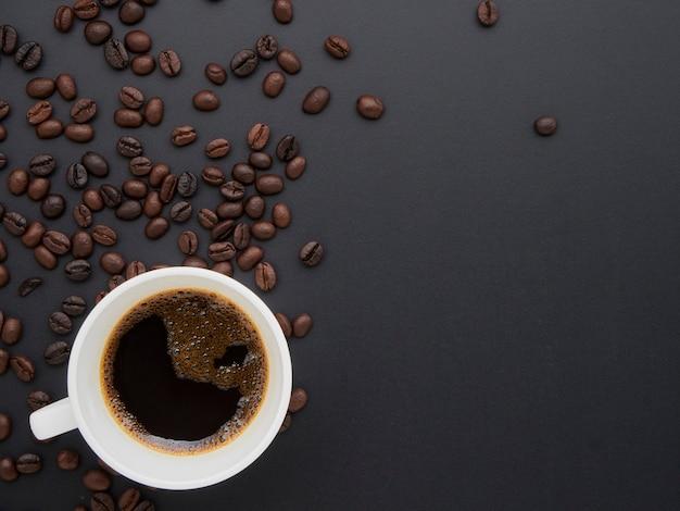 一杯のコーヒー、コーヒー豆。
