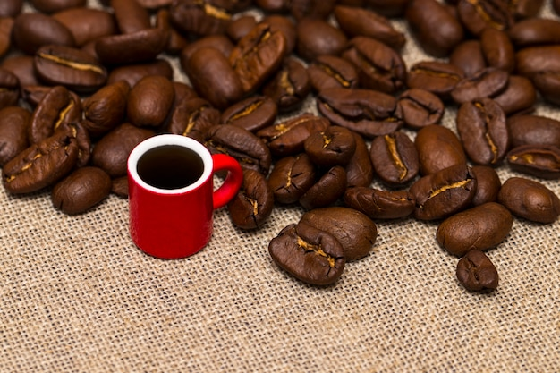 Coffee cup and coffee beans on the cloth sack Premium Photo