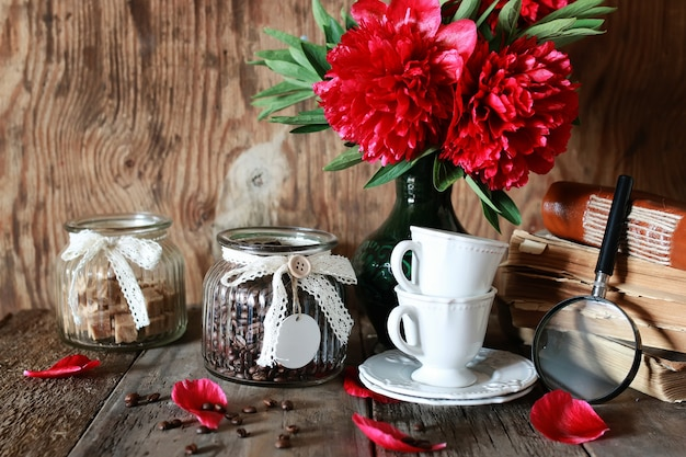 Чашка кофе старая книга цветок