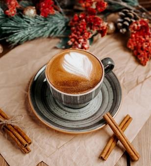 테이블 _에 커피 컵