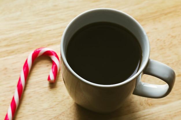 キャンディケインとコーヒーカップ