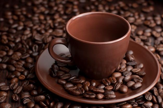 곡물과 커피 컵