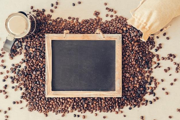 슬레이트와 커피 장식