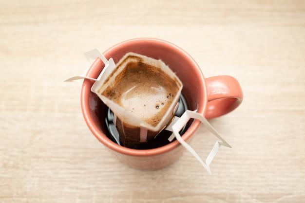 종이 필터 백에 담긴 커피 드립 팩 대체 브루 잉 스페셜티 커피