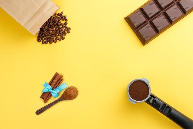 Кофе эспрессо в подставке, кофе в зернах, плитка шоколада, корица