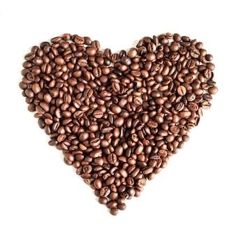 Кофейные зерна на белом фоне вид сверху