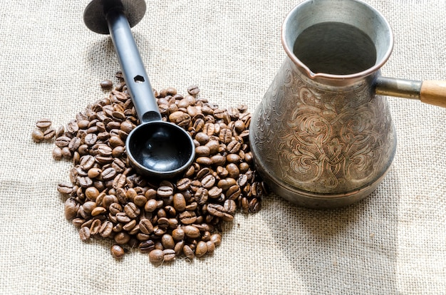 Coffee grains with tool