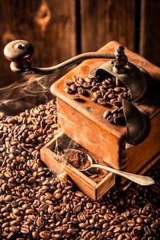 コーヒーグラインダーとコーヒー豆