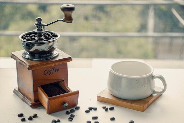 커피 그라인더, 메이커, 컵 및 원두, 모닝 커피, 에너지 드링크