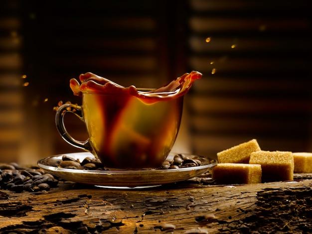 컵에 커피
