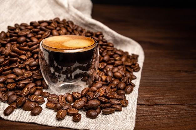 Кофе в стеклянной чашке.