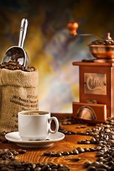 Кофейные предметы на столе