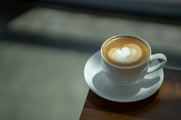 커피 숍 빈티지 컬러 톤의 커피 라떼 아트 에스프레소