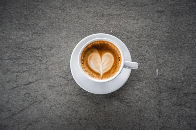 커피 숍에서 커피 라떼 아트 에스프레소 프리미엄 사진