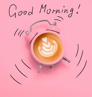 ピンクの目覚まし時計のコーヒーラテアートとピンクのおはよう