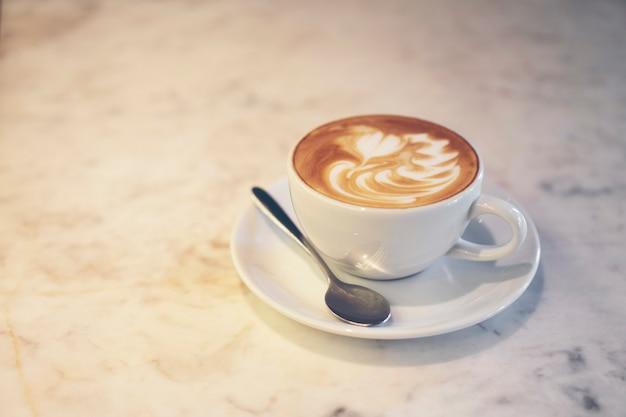 コーヒーカフェラテアート、ビンテージフィルター画像