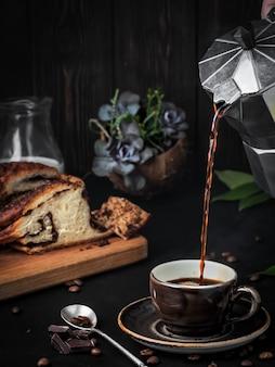 Кофемашина со свежесваренным кофе