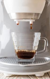 커피 메이커 기계 만드는 커피