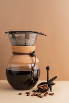 テーブルの上のコーヒーメーカーのマシン