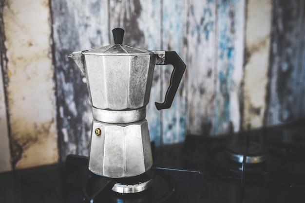 バーナー上のコーヒーメーカー