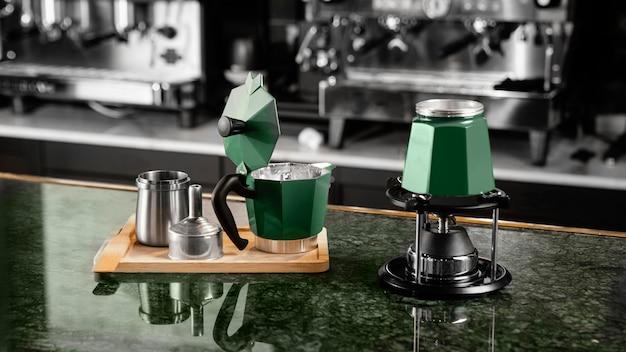 屋内でのコーヒー作り