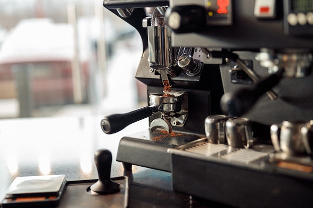 カフェのコーヒーメーカー、エスプレッソマシン