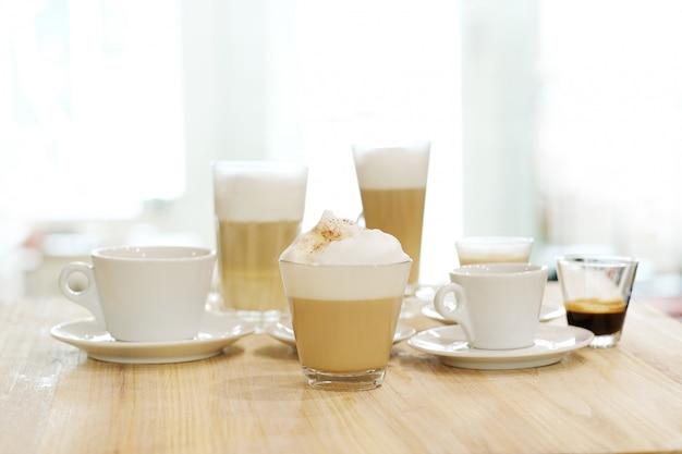 테이블에 테이블에 커피