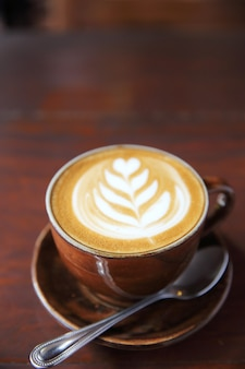 Кофе на деревянном фоне