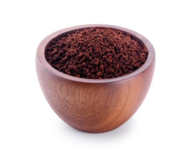 白のボウルにコーヒーパウダーがはじける