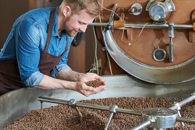 Ростер кофе на барабанной машине