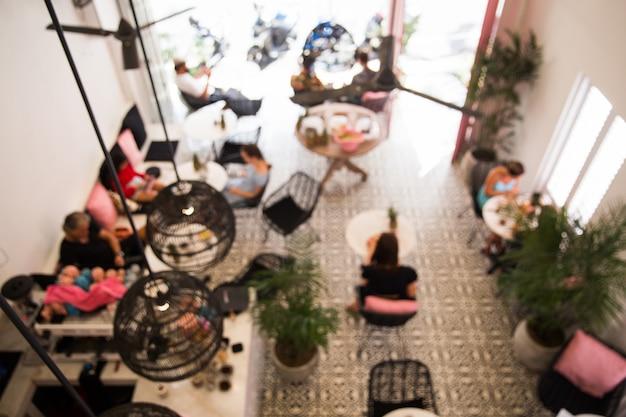 コーヒーショップと抽象的なボケ味の光とカフェ