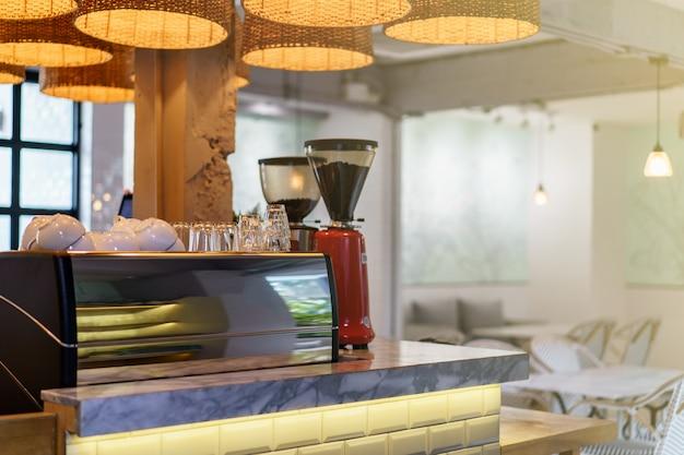Кофейня барная стойка, кофемашина
