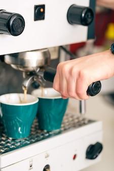 コーヒーショップ-コーヒーはコーヒーマシンで作りたて