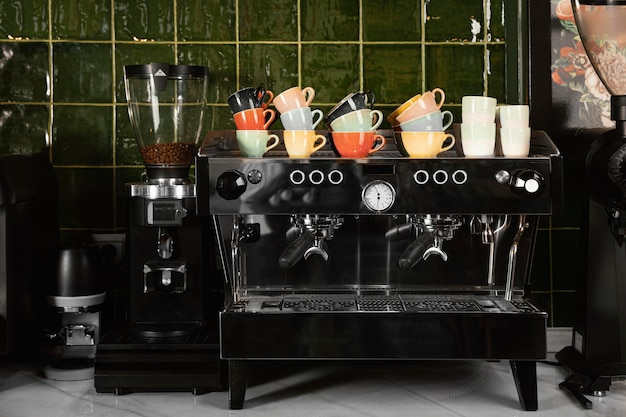 Концепция кафе с чашками
