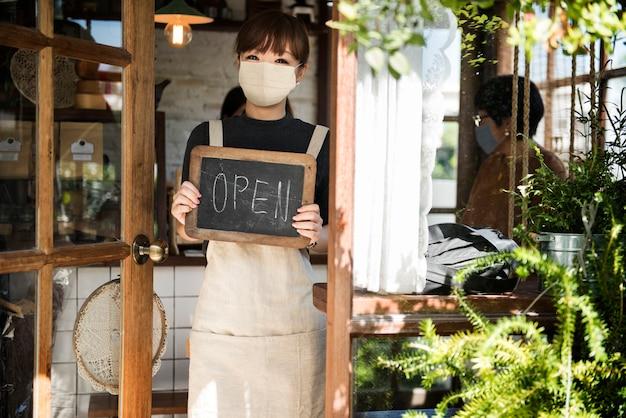 Coffee shop in covid 19 new normal, coronavirus pandemic Free Photo