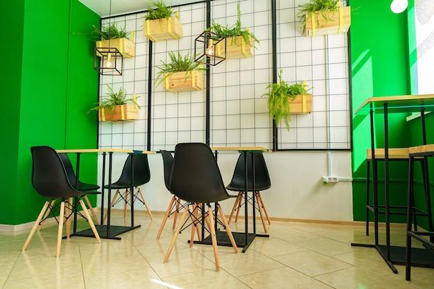 テーブルと椅子とコーヒーショップのインテリアの背景