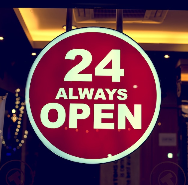 コーヒーショップのサイン24はいつも開いています