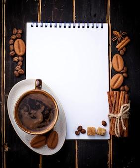 Кофе, сахар, корица, печенье и открытая тетрадь