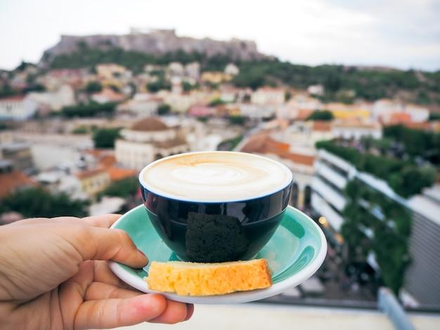 コーヒー。アクロポリスの眺め。アテネ、ギリシャ。