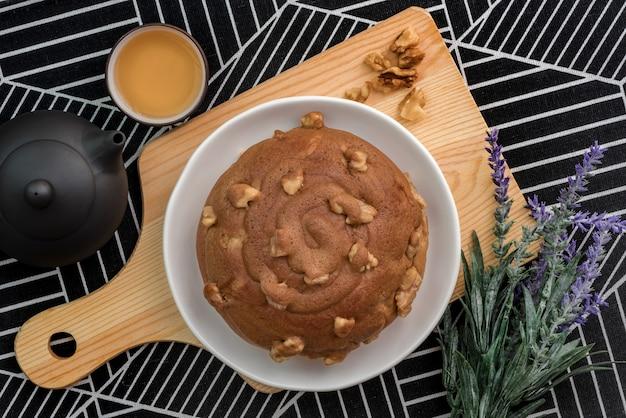 Кофе грецкий ореховый хлеб подается с чаем