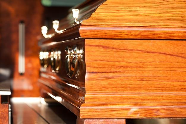 Гроб в катафалк