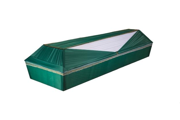 나무로 만든 관. 흰색 배경에 고립.