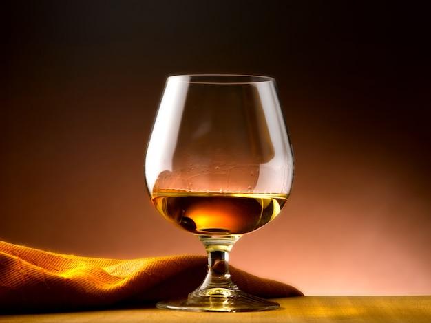 Коньячный бокал в винном погребе