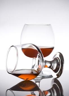 白のブランデーとコニャックガラス