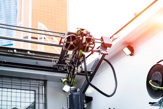 유전에서 작동하는 코일 튜브 머신