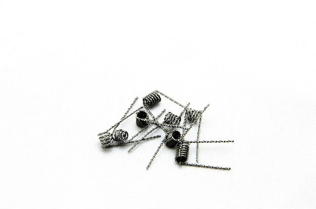 Катушки для электронных сигарет и в руке