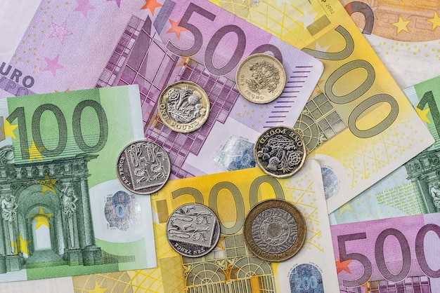 硬貨はユーロ建てです。閉じる