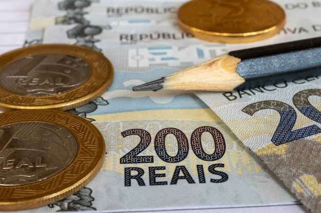 Coins and banknotes of brazilian money on the table