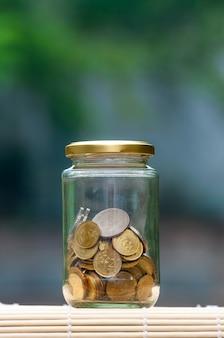 병에 동전 - 금융 개념