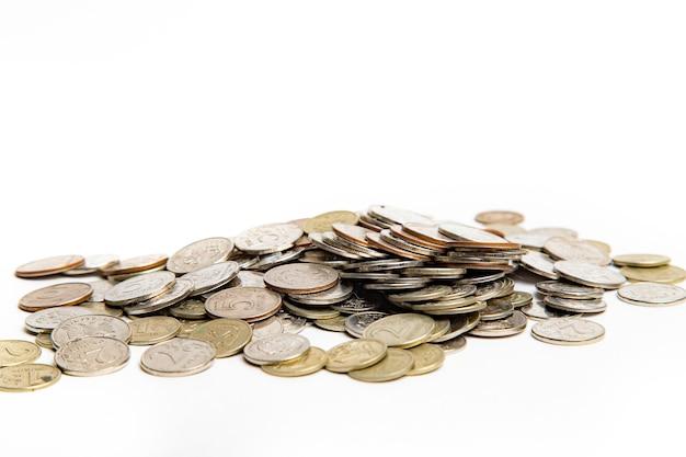 흰색 배경에 고립 된 동전
